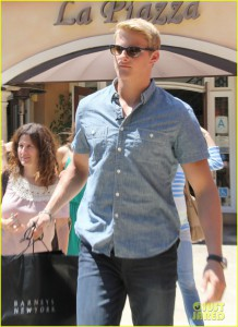 Alexander Ludwig Stops By 'Extra' And Does Some Shopping At The Grove